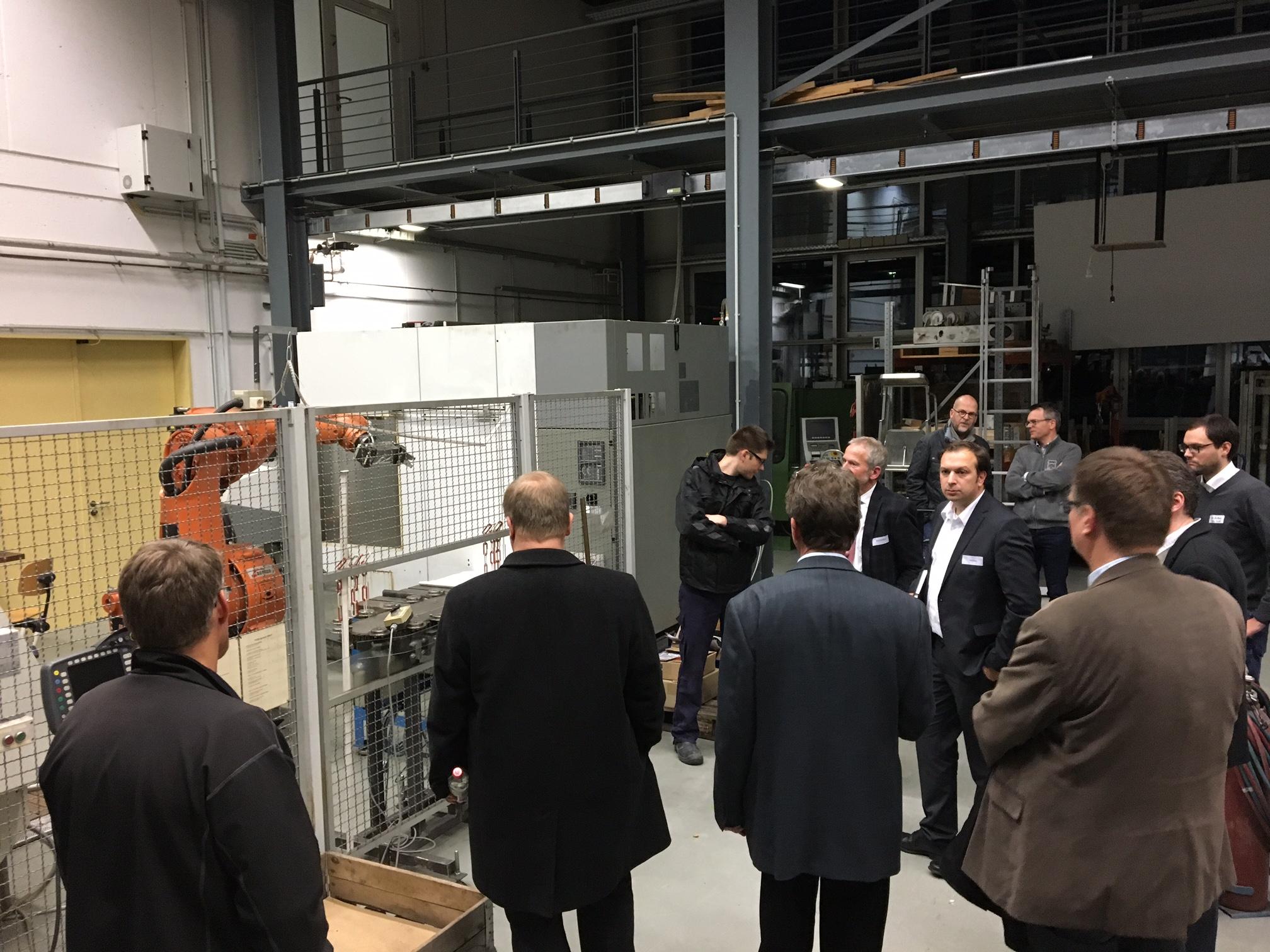 Nutzen und Chancen: Industrie-Roboter im Unternehmenseinsatz / wfc lädt in das Mechatronik Institut Bocholt ein