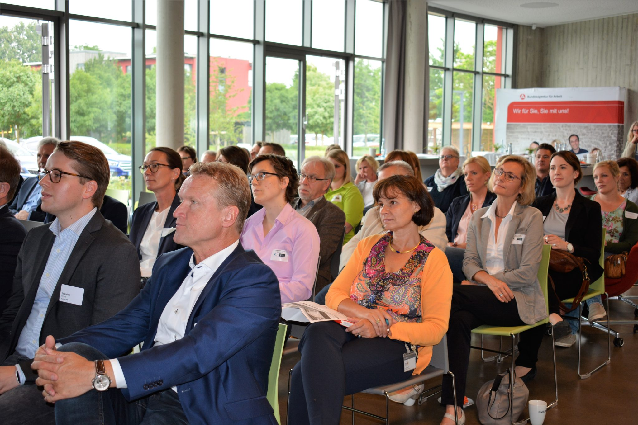 """Mit Social Media neue Fachkräfte gewinnen und binden: """"Dialog Fachkräftesicherung"""" über neue Wege zur Mitarbeitergewinnung"""