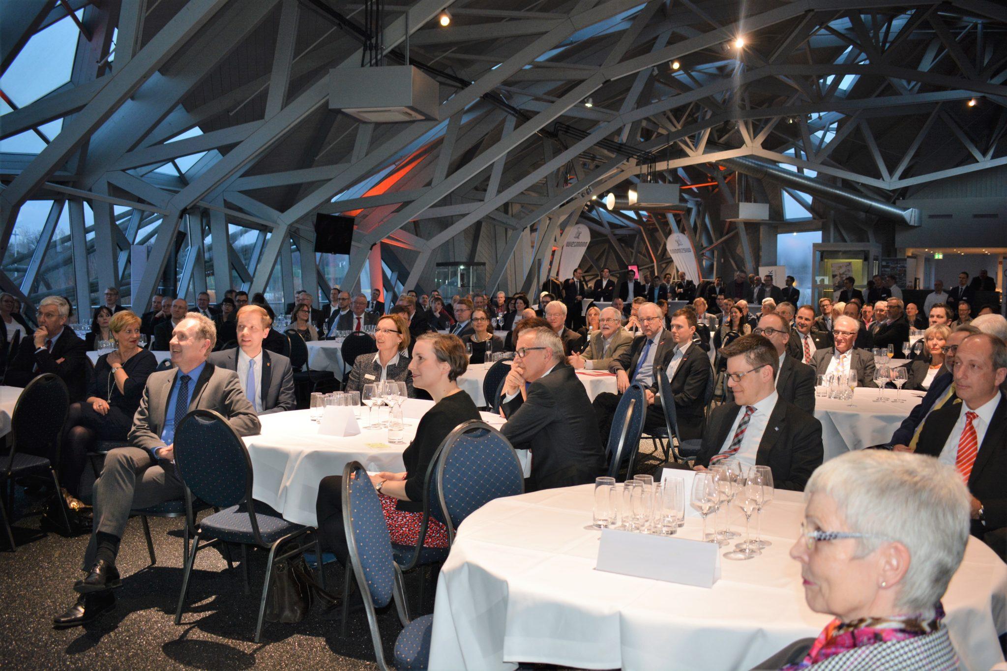 wfc feiert 50-jähriges Firmenbestehen / Über 180 Gäste nehmen an Jubiläumsfeier teil