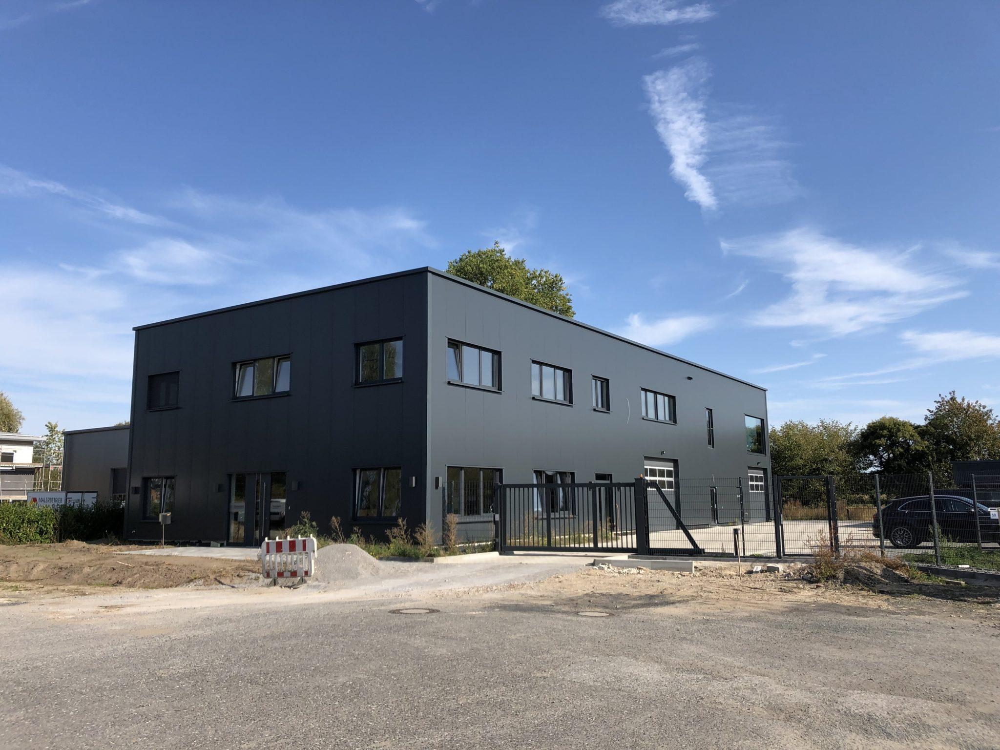 (Nr. 04132) Hochwertig, modern und barrierefrei ausgestattete Büro / Praxis / Kanzleiräume ab 25m² zu vermieten.