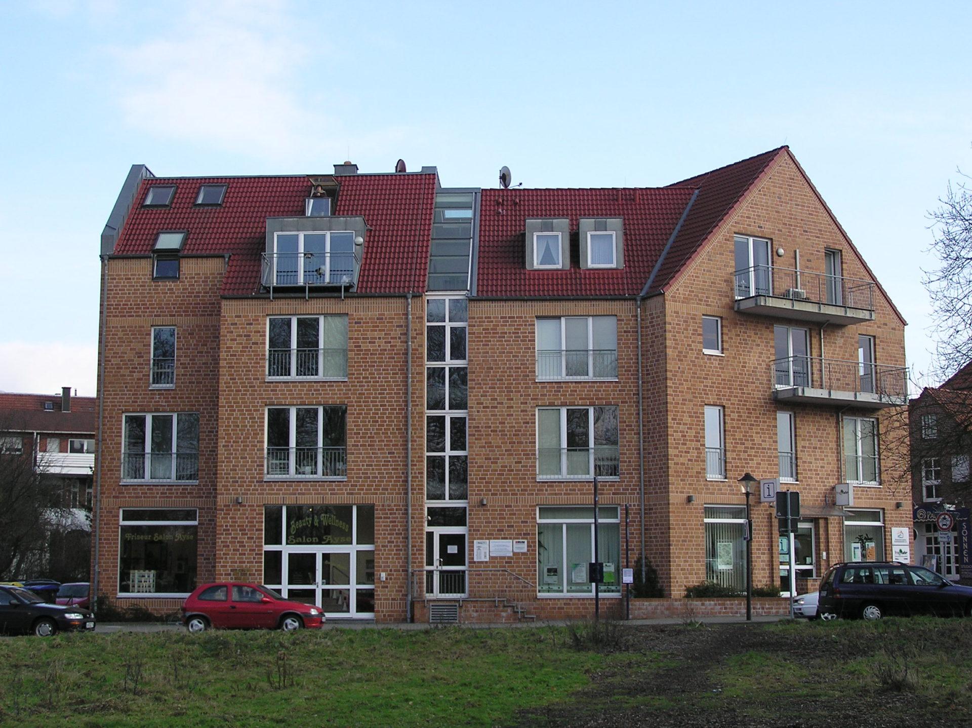 (Nr. 06145) Attraktive, helle Einzelhandels- oder/und Büroräume im Erdgeschoss eines Wohn und Geschäftshauses