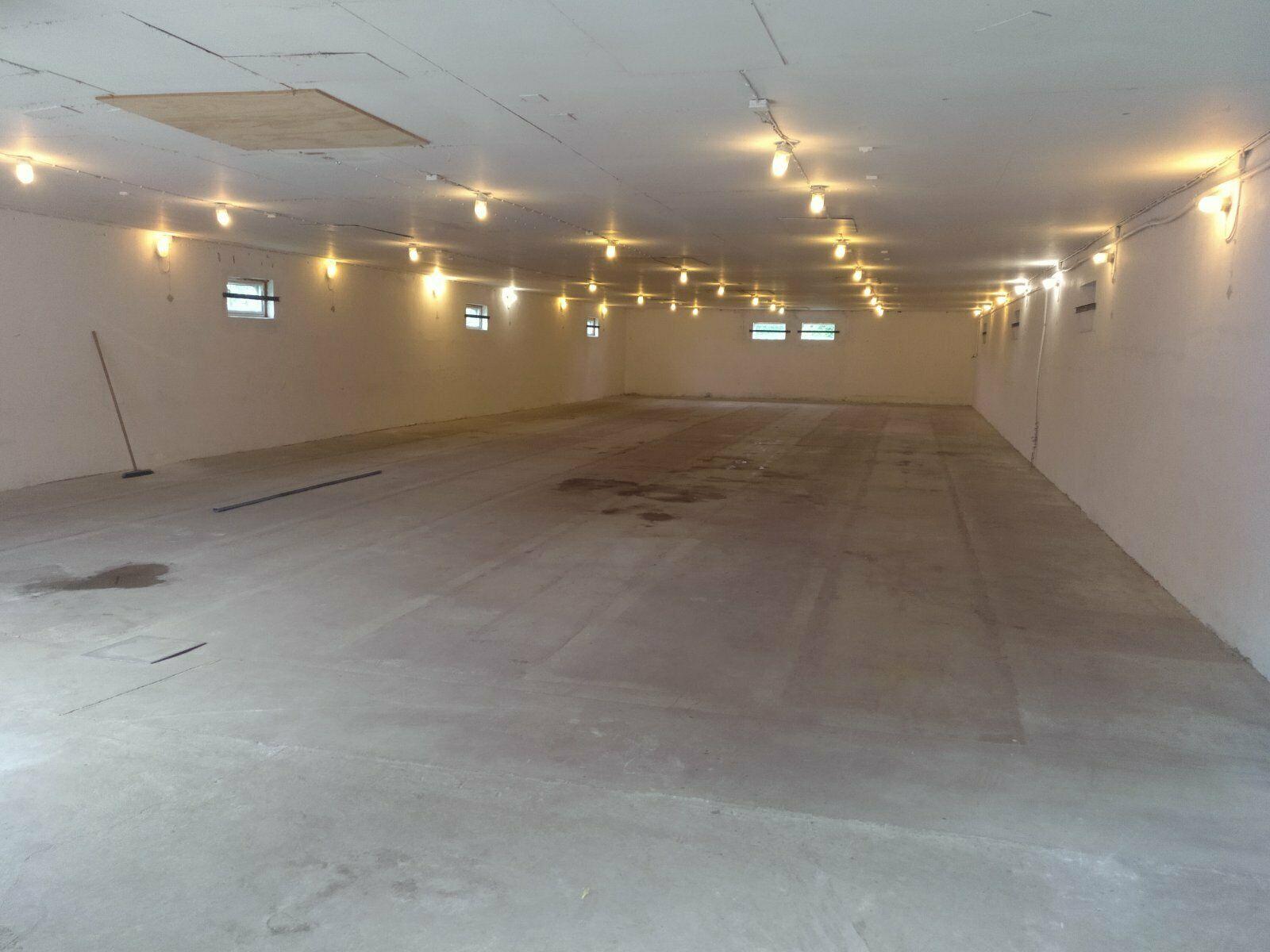 (Nr. 08149) Halle/Lagerhalle; ca. 300 m², isoliert, mit WC